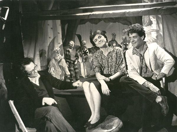 Toni Rumbau, Mariona Masgrau y Eugenio Navarro, en el teatro de 'La Reina Blanca' (1988). Foto de Albert Fortuny.